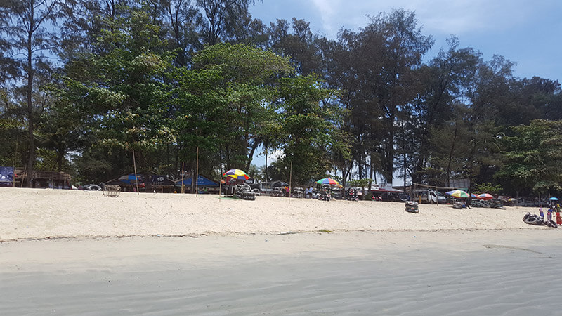 vendors on maungmagan beach