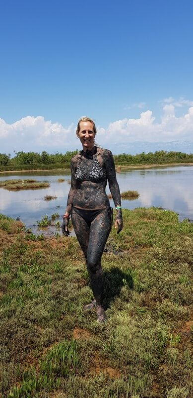 Things to do in Nin: Queens Beach Mud Bath