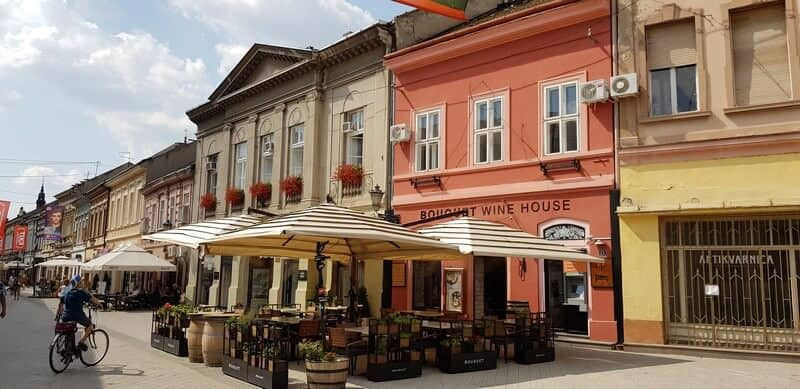 Sightseeing tour of Novi Sad: Dunavska Street