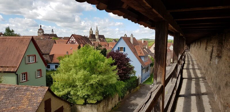 Walk the fortress wall in in Rothenburg ob den tauber