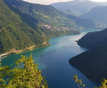 Pluzine: Piva River, Piva Lake and Too many tunnels