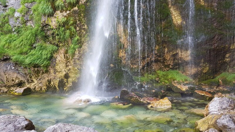 Thethi Village: Grunas Waterfall
